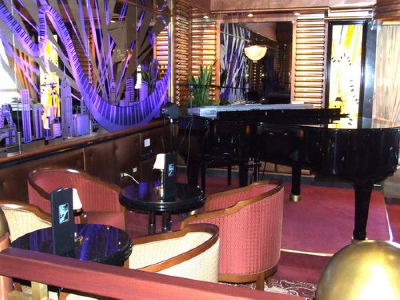 Crooners Lounge and Bar